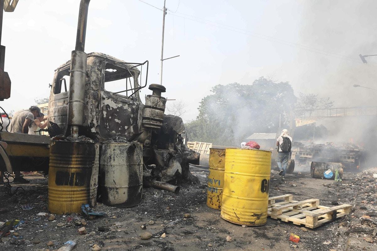 A pesar de las grandes reservas de petróleo, Venezuela contrabandea gasolina de Colombia, Brasil
