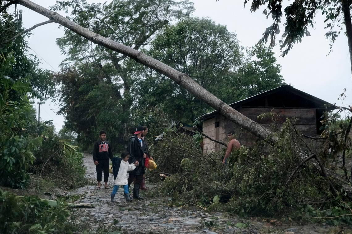 El huracán Iota golpea a Nicaragua y Honduras, y casi acaba con una isla colombiana